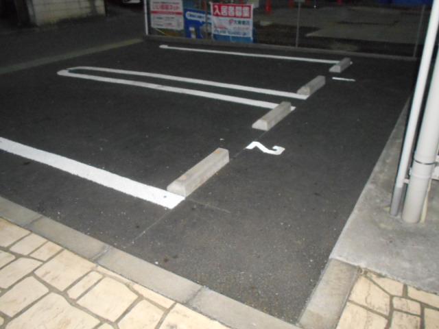 グリーン ガーデン 04020号室の駐車場