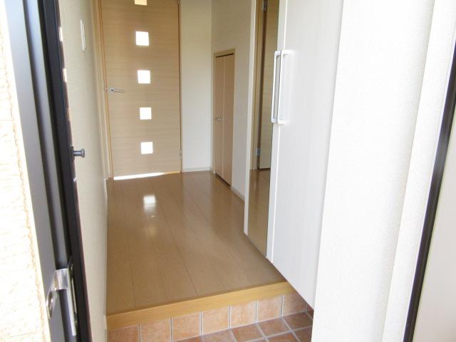 ニューグランシェルⅠ 01030号室の玄関
