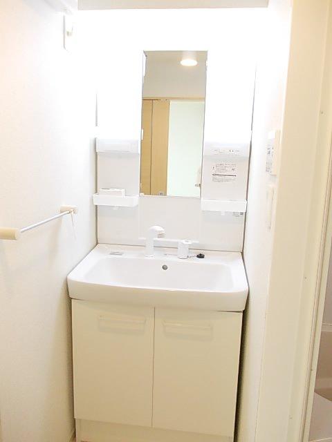 フォーシーズンⅠ 01020号室の洗面所