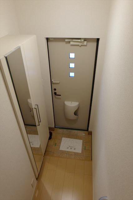 ヴェルレーヌ・レジデンスC 02040号室の玄関