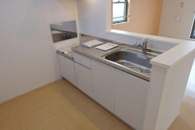 ヴェルレーヌ・レジデンスC 02040号室のキッチン