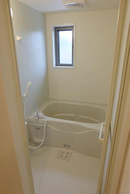 ヴェルレーヌ・レジデンスC 02040号室の風呂