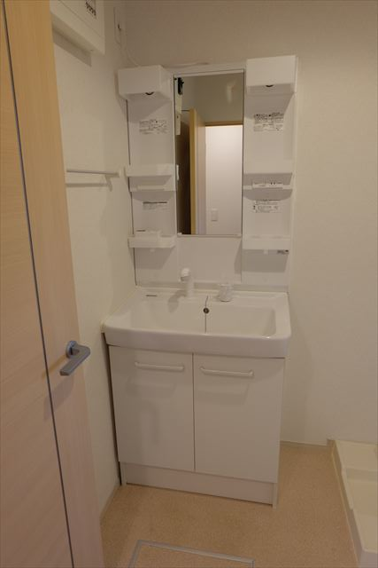 ヴェルレーヌ・レジデンスC 02040号室の洗面所
