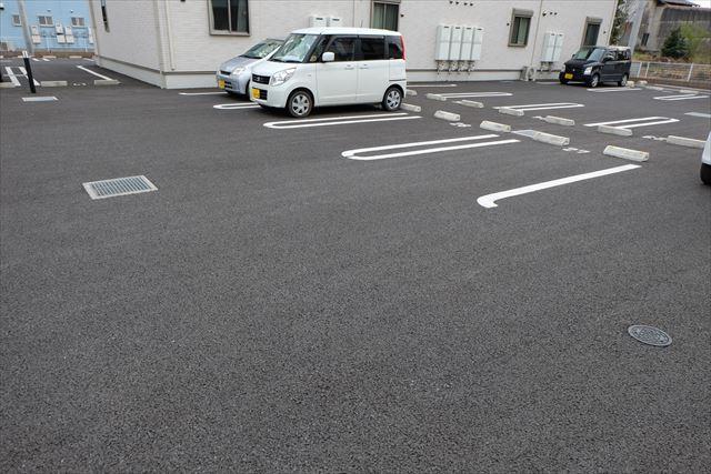 ヴェルレーヌ・レジデンスC 02040号室の駐車場