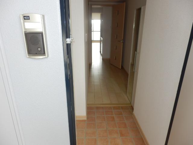 サンリット三建 403号室の玄関