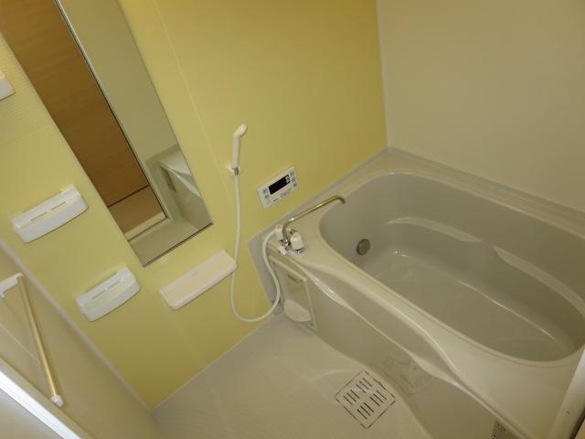 ネオ薬師寺B 01010号室の風呂