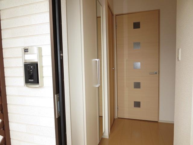 ネオ薬師寺B 01010号室の玄関