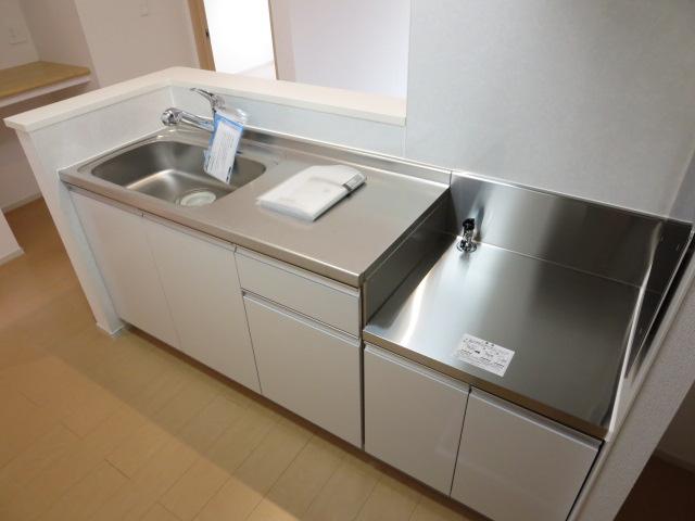 ネオ薬師寺B 01010号室のキッチン