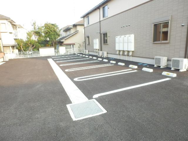 スイートタウンB 02020号室の駐車場