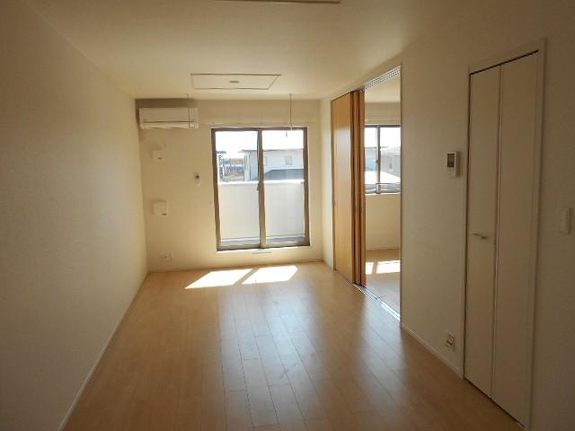 サン・ルーチェⅣ 02040号室のリビング