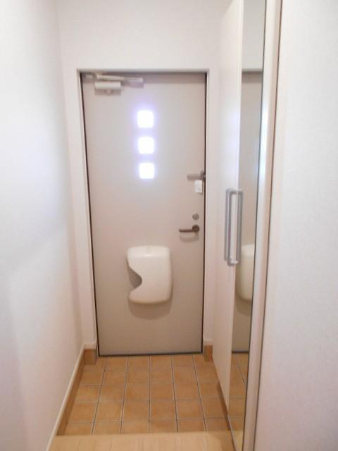 サン・ルーチェⅣ 02040号室の玄関