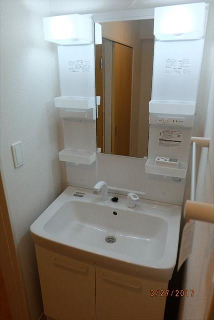 ブリアンローズ 02020号室の洗面所