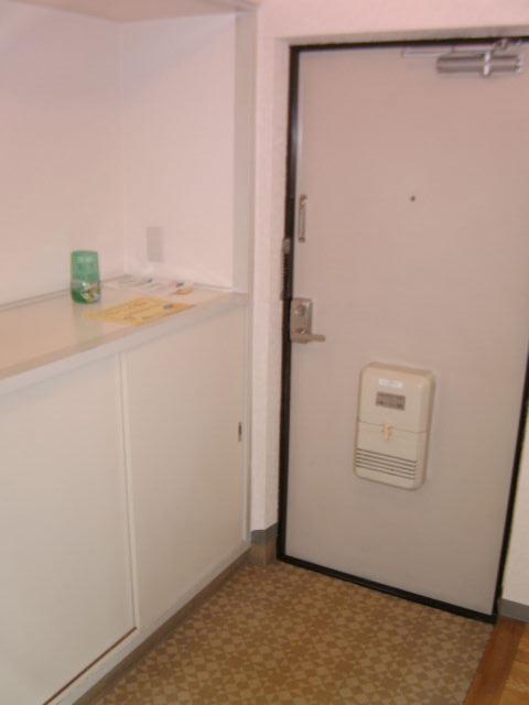シャルム小向 203号室の玄関