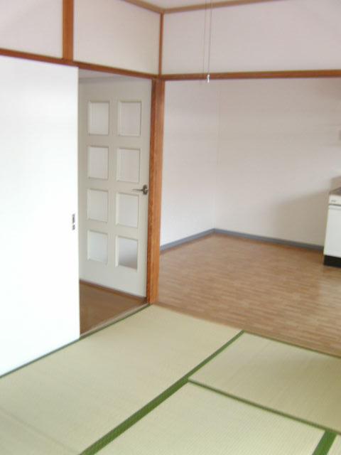 シャルム小向 203号室のリビング