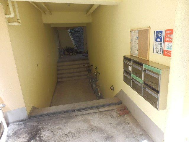 ビューヒル南 0102号室のエントランス