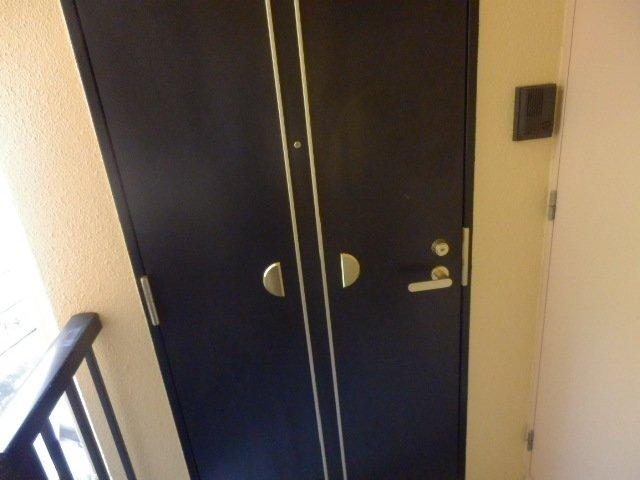 ビューヒル南 0102号室の玄関