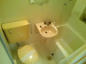 マイキャッスル南太田 402号室のトイレ