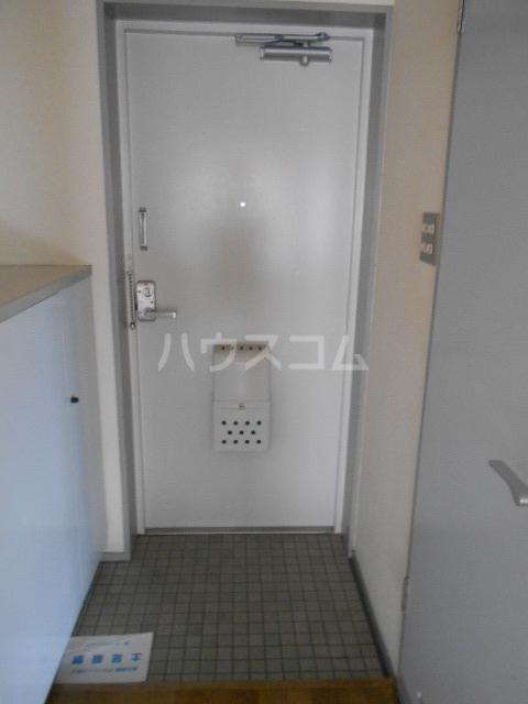 プライムポイント 201号室の玄関