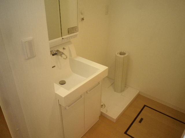 ルネス第三銀生 103号室の洗面所