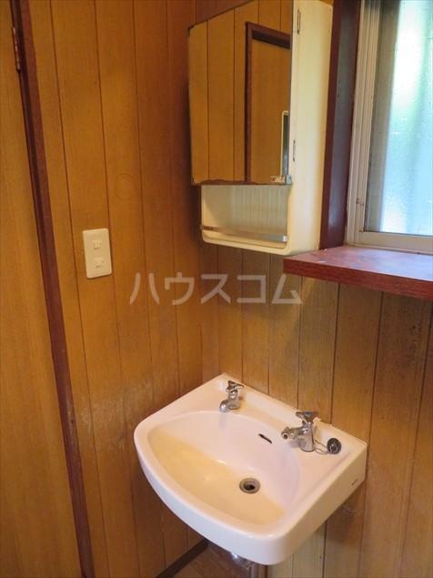 加藤様貸家の洗面所