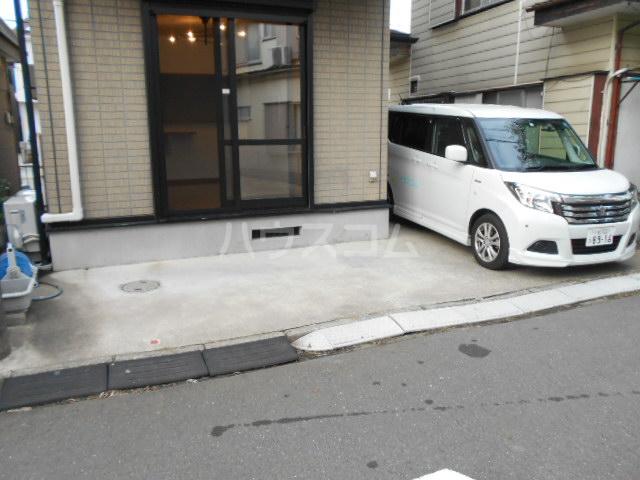 仲間と集まりたくなる家の駐車場