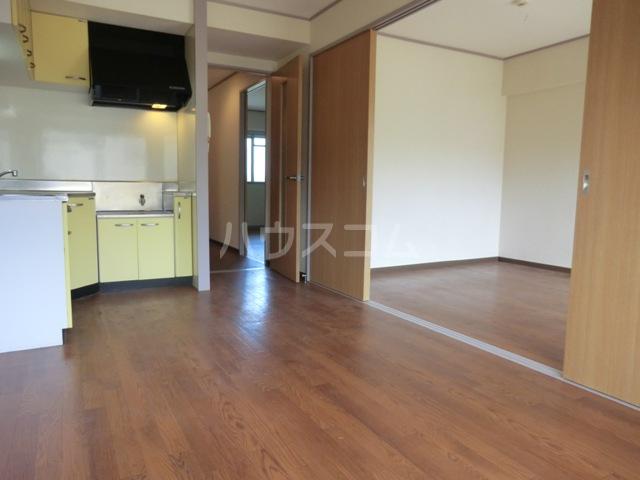 新田第5中島ハイツ 103号室のリビング
