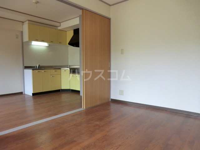 新田第5中島ハイツ 103号室の居室