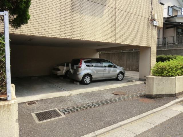 大黒屋レヂデンス 301号室の駐車場