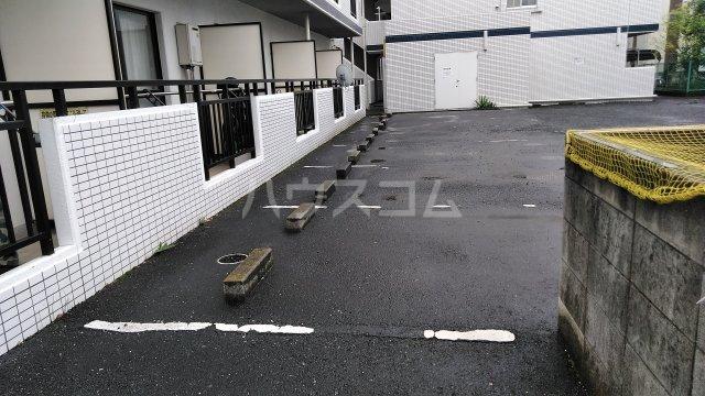 ブランドール参番館 103号室の駐車場
