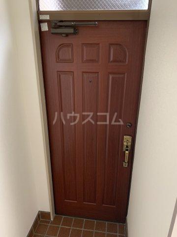 ブルーウッド 101号室の玄関
