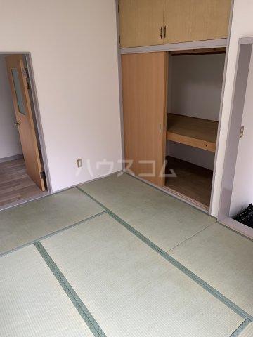 ブルーウッド 101号室の居室