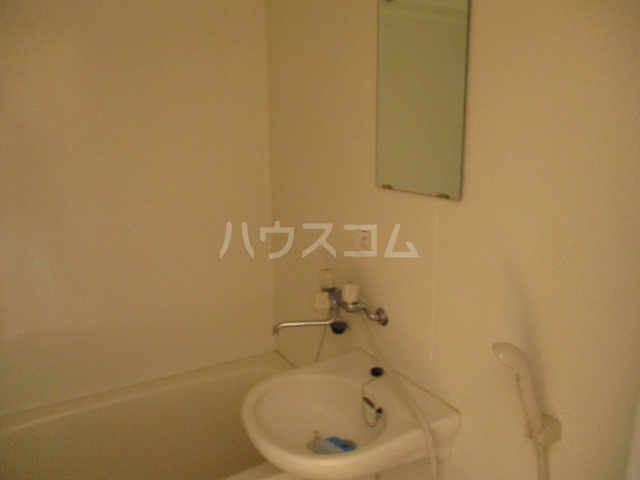 MF9ビル 503号室の洗面所