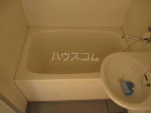 MF9ビル 503号室の風呂