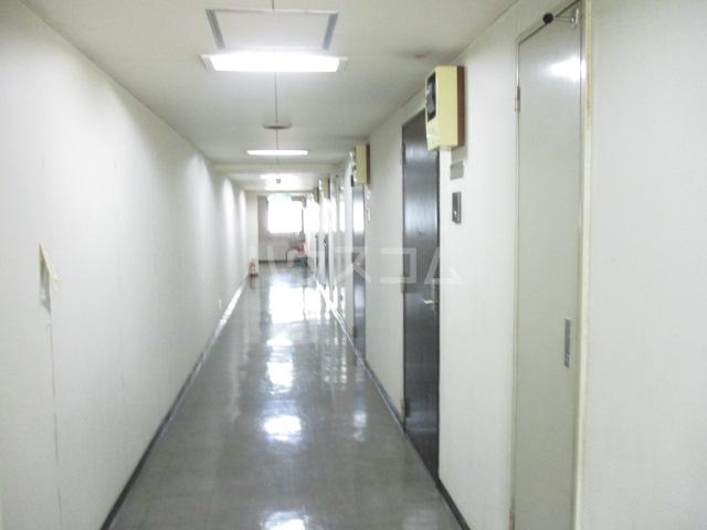 MF9ビル 503号室のエントランス