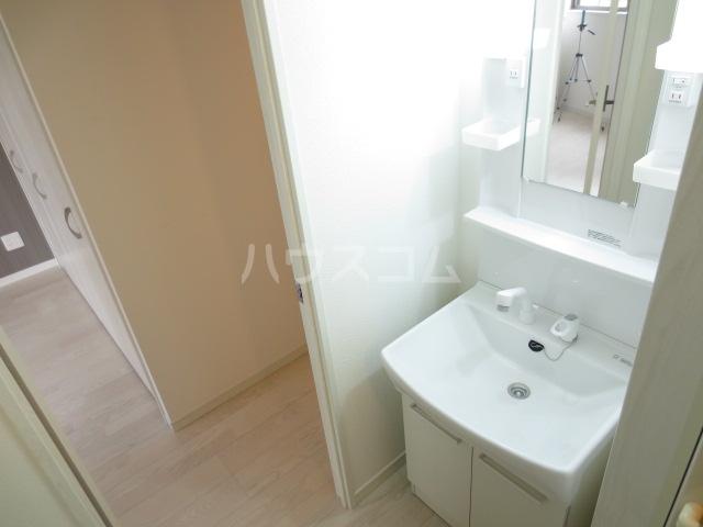 クレイドル千葉 602号室の洗面所