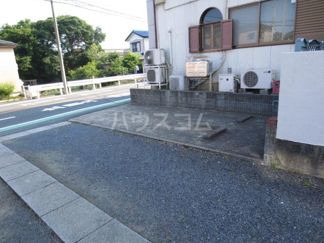 日恵ハウス 202号室の駐車場