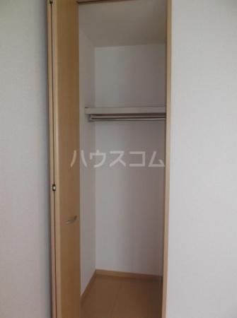 クレセントD 203号室の収納
