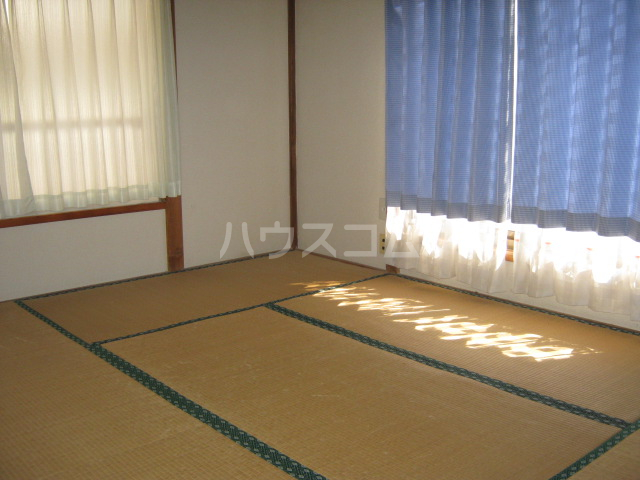 明美荘 201号室のベッドルーム