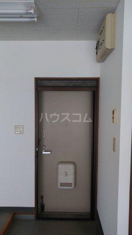 マンション蔵 103号室の玄関