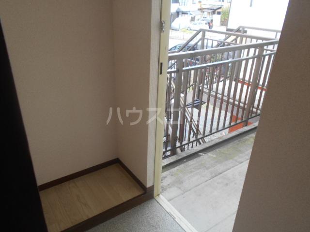 ヒルサイドテラス 202号室の玄関