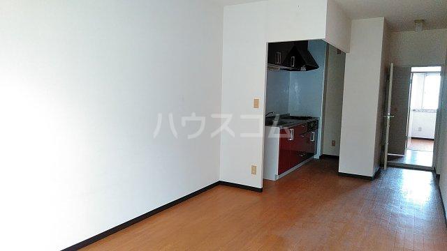 湘南カワマヒルズ 102号室のリビング