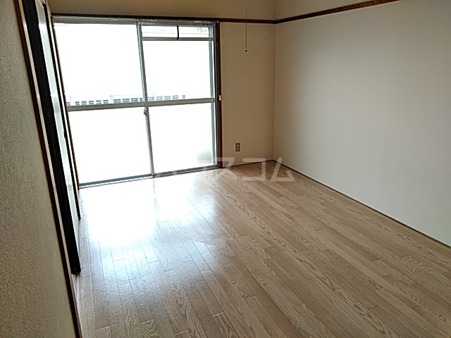 パークマンション 305号室の居室