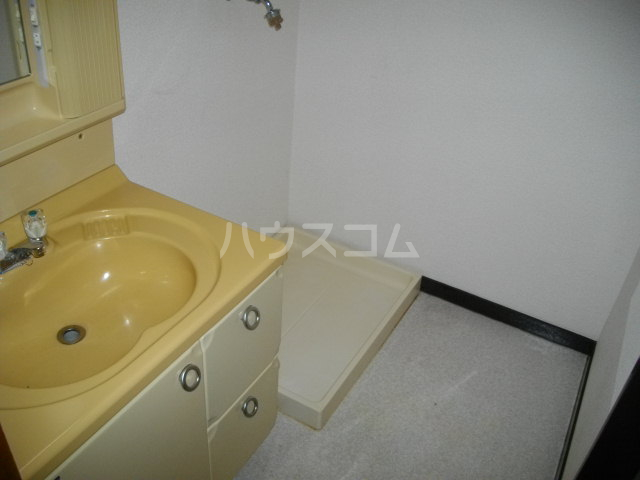 パークレーン和地山 A-1号室の洗面所