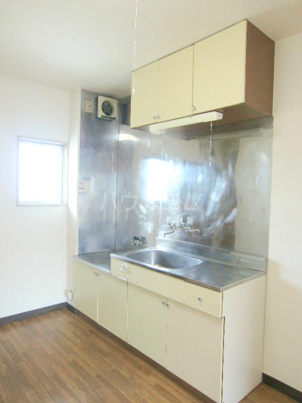 ドミール江西 301号室のキッチン