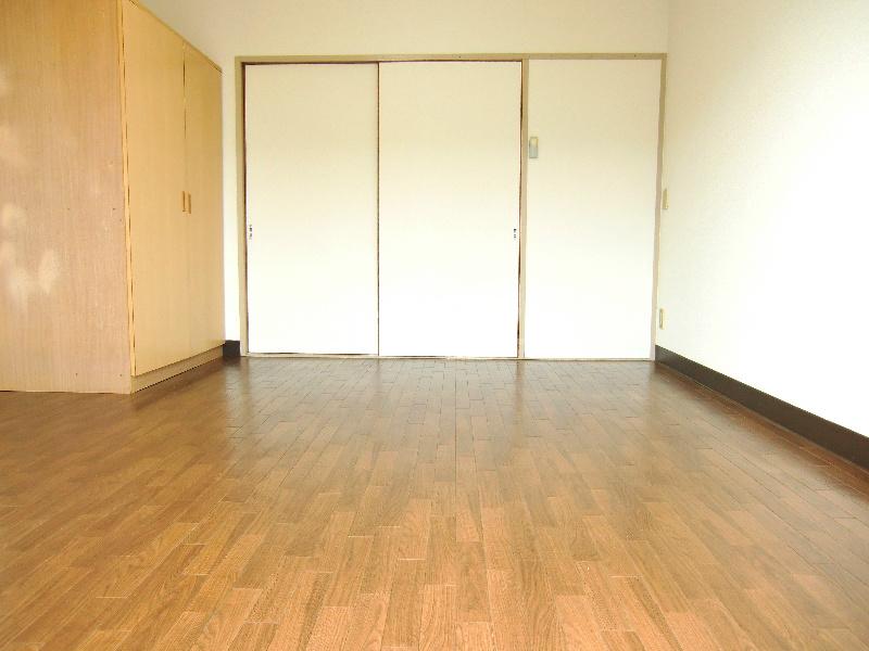 ドミール江西 301号室のベッドルーム
