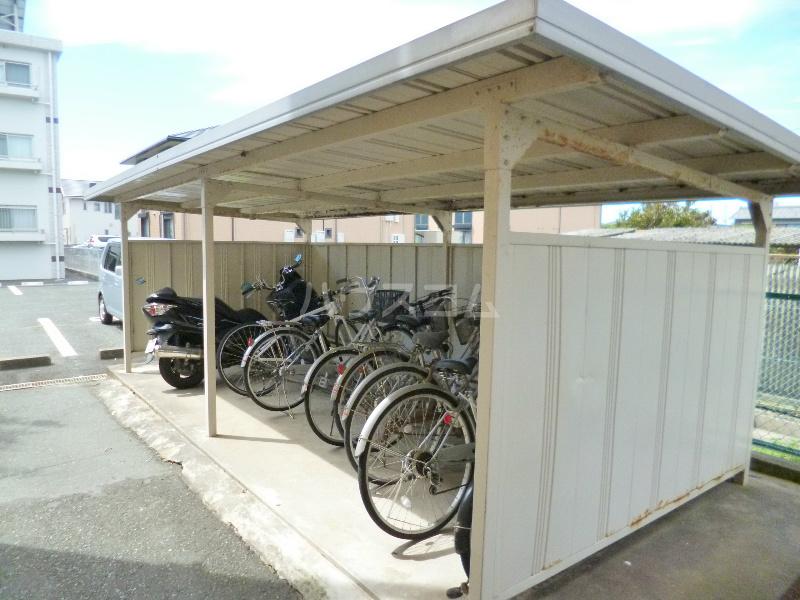 ドミール江西 301号室の駐車場