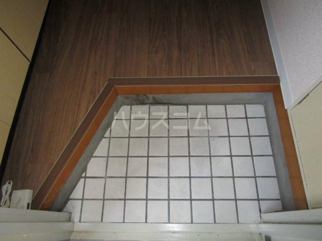 四季ハイツ中沢 102号室の玄関