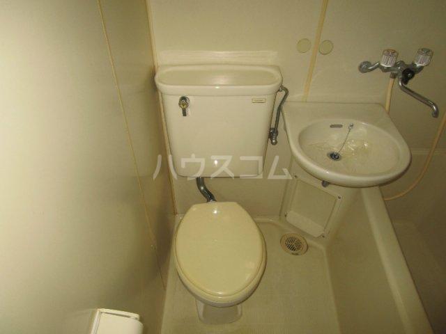 四季ハイツ中沢 102号室のトイレ