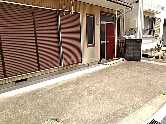 島田様貸家の駐車場