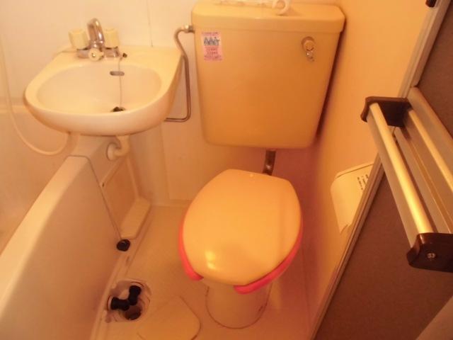 ガーデンハイツ港陽 602号室のトイレ